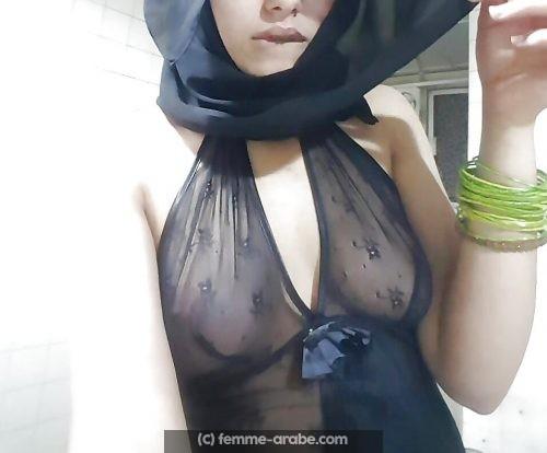 Jeune musulmane de Dijon veut se faire dépuceler (anal seulement)