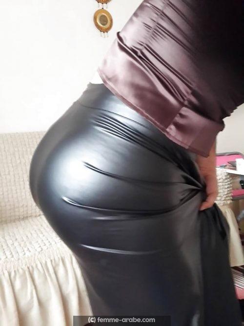 Femme arabe aimant porter du cuir, cherche un homme a Bobigny