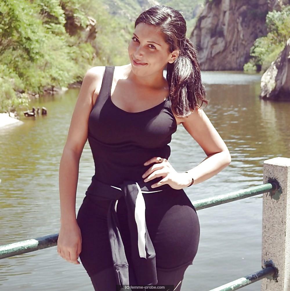 Fille arabe au gros cul comme Kim Kardashian